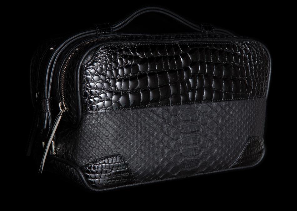 セカンドバッグはおしゃれ度を上げてくれる頼れるアイテム