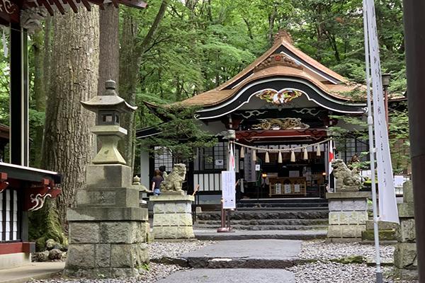 金運にまつわるパワースポット新屋山神社