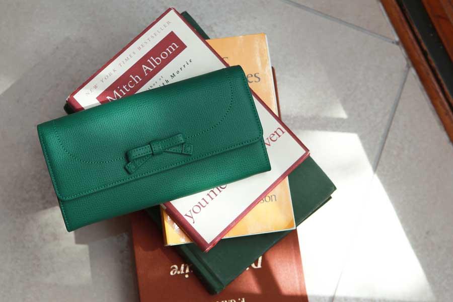 緑の財布のおすすめ傳濱野 モーナウォレット