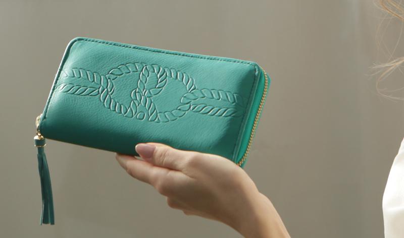 幸運を呼び込む緑の財布の育て方