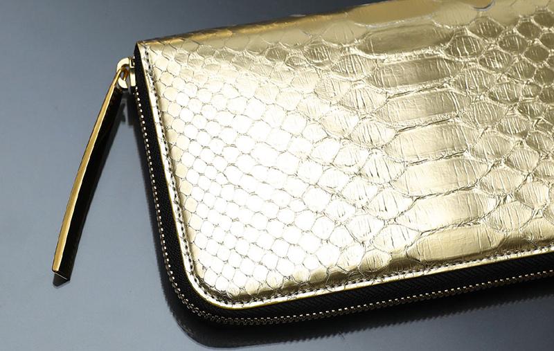 ゴールドのパイソン財布