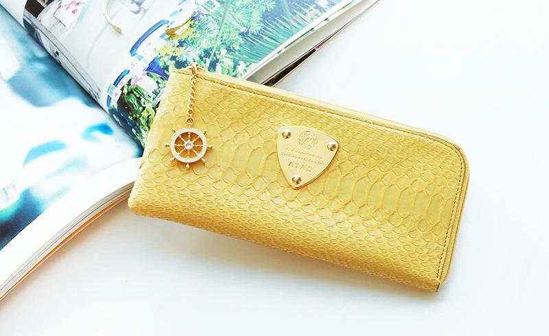 幸せと金運を呼び込む黄色い財布10選 風水的な効果と人気ブランドのおすすめ開運財布をご紹介