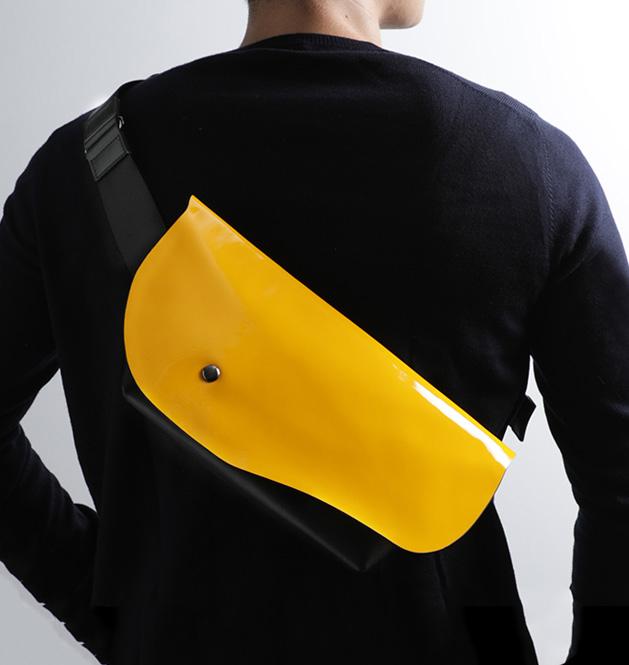 メンズショルダーバッグのおすすめは、SLURのストラーダ