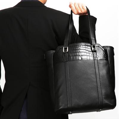ダークカラーのメンズのバッグのおすすめは池田工芸 クロコダイル トートバッグ
