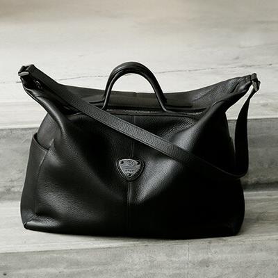 おしゃれな人気ブランドのショルダーバッグはATAOのグランヴィ